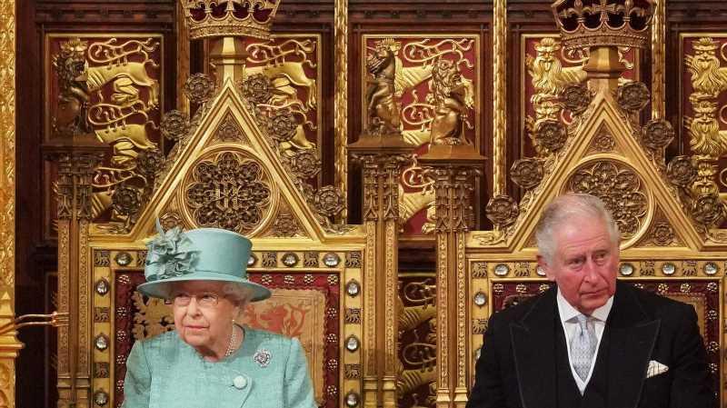 Queen Elizabeth: Jetzt verändert sich die Thronfolge! | InTouch