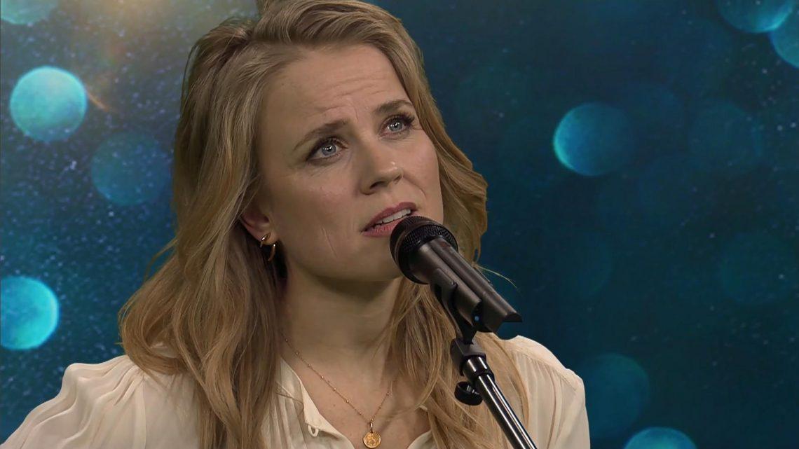 """Ilse DeLange überrascht mit einer Akustikversion ihres Songs """"Changes"""""""
