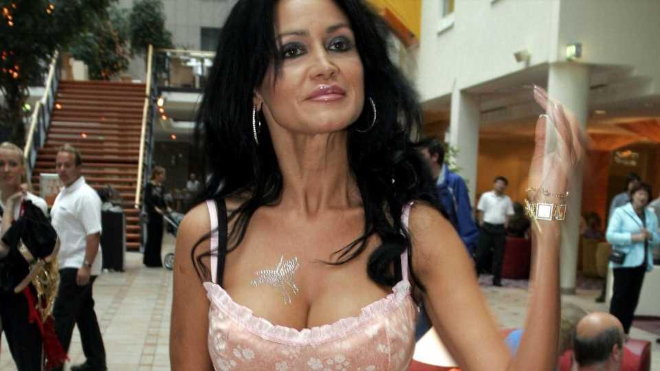 Auf einer Jacht: Djamila Rowe hatte eine Open-Air-Brust-OP