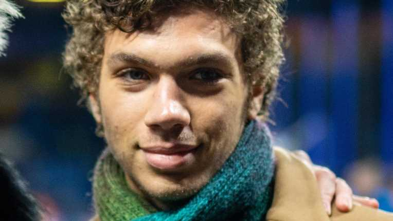 Elias Becker: Boris Beckers Sohn zeigt seinen brettharten Sixpack in Badeshorts
