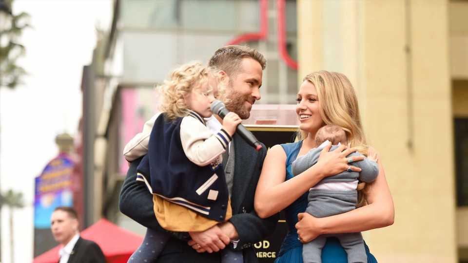 Ups! Dreifach-Vater Ryan Reynolds wollte nur zwei Kinder
