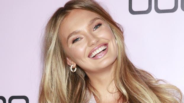 Topmodel Romee Strijd zeigt erstmals ihre kleine Tochter Mint