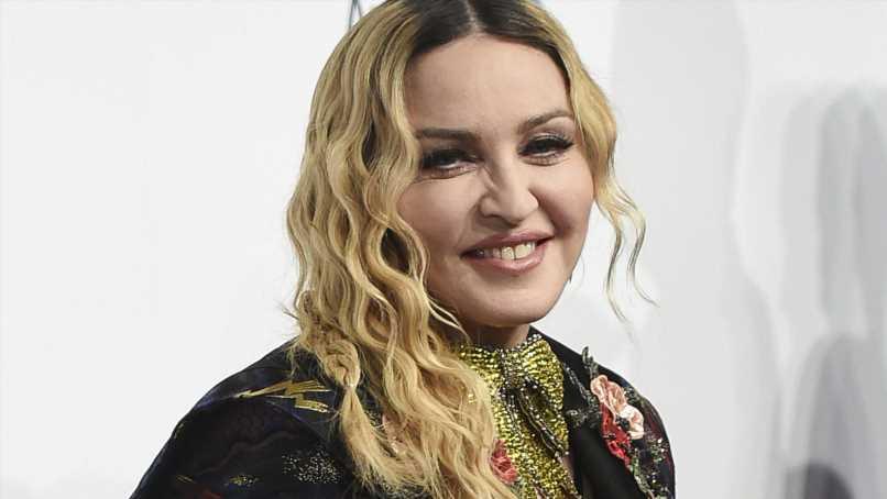 In sexy Reizwäsche: Madonna lässt ihre Brüste spielen