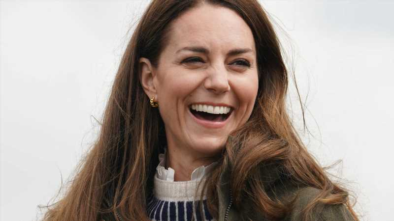 An Herzogin Kates Hals blinkt was: Geschenk von William zum Hochzeitstag?