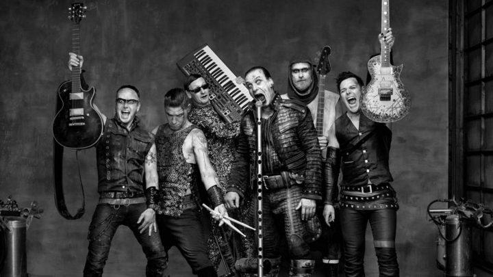 Band bringt Designer-Modestücke heraus