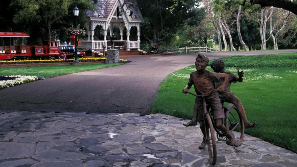 Von Neverland Ranch: Michael Jacksons Statuen stehen zum Verkauf