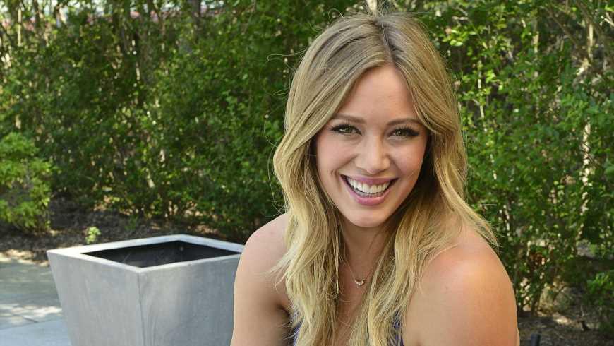 Hilary Duff teilt zuckersüßes Bild ihrer Neugeborenen
