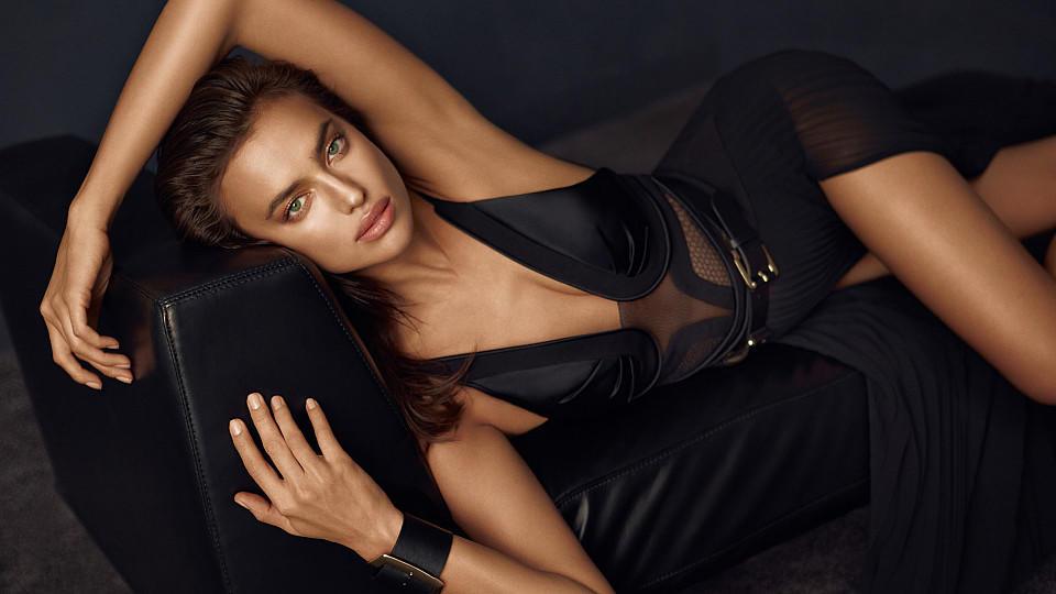 Irina Shayk präsentiert ihre heiße Figur in einem durchsichtigen Body