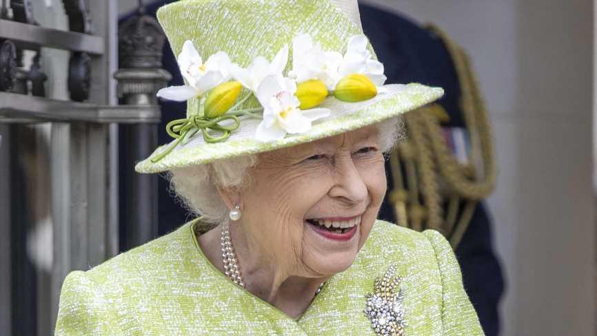 Bitte lächeln! Queen Elizabeth II. und Prinz Charles genießen ihren Oster-Spaziergang