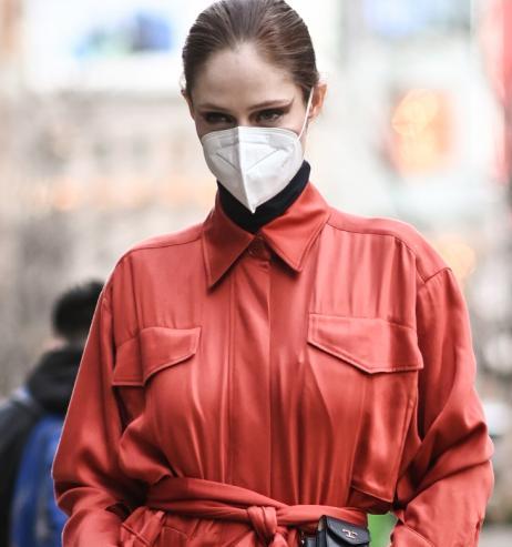 Make-up: Diese Drogerie-Foundation hält satte 30 Stunden – auch unter der Maske