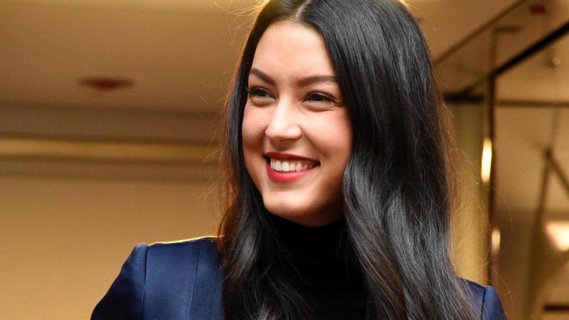 Rebecca Mir begeistert mit Babybauch auf Magazincover
