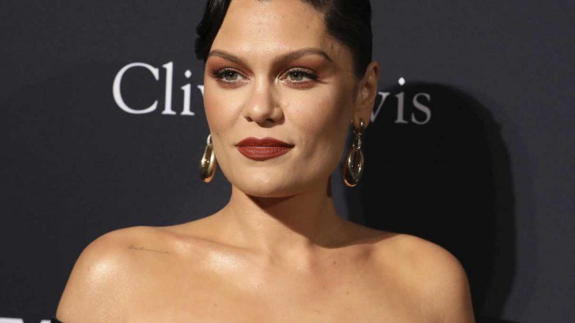 Jessie J feiert ihren 33. Geburtstag nackt