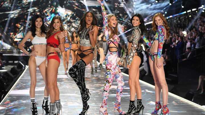"""Dieses """"Victoria's-Secret""""-Model ist heimlich Mama geworden"""