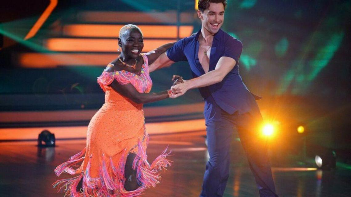 Auma Obama tanzt am Halbfinale vorbei