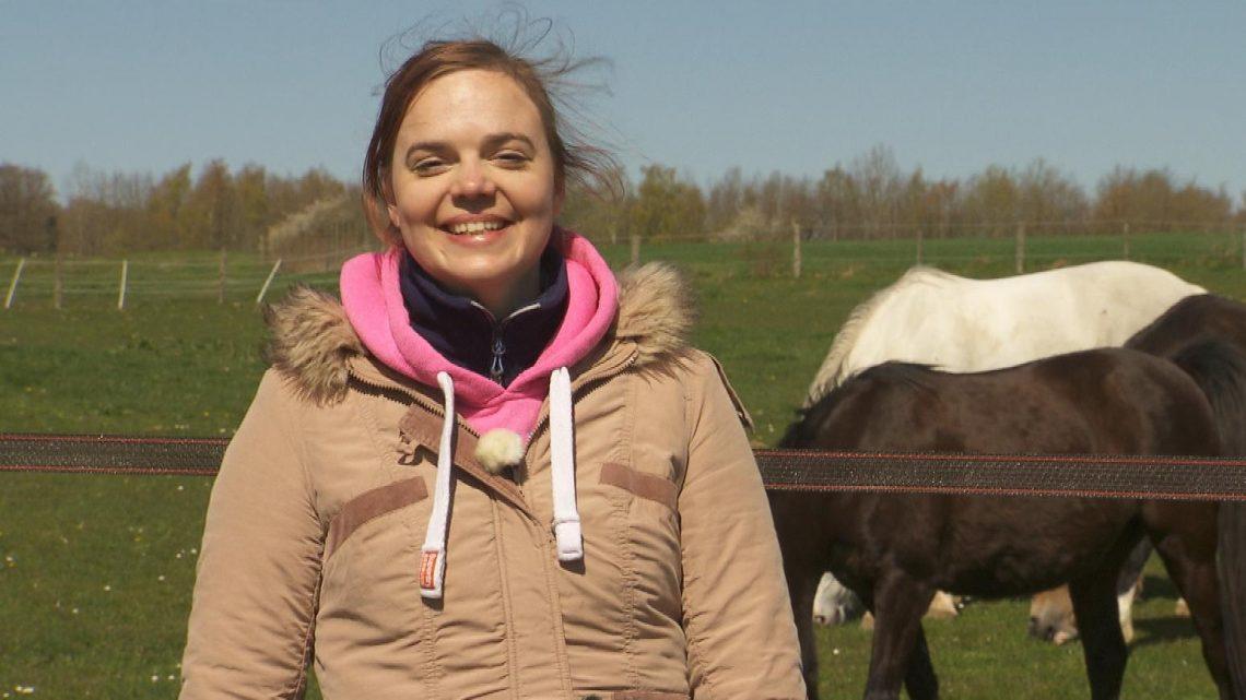 Bauer sucht Frau 2021:  Pferdewirtin Lara sucht eine Traumfrau mit Köpfchen