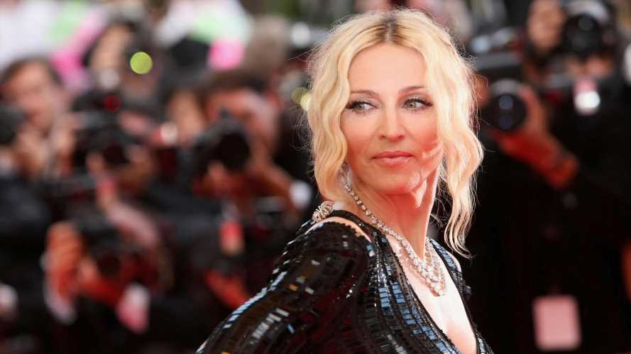 Madonnas Sohn David sorgt im Designerkleid für Aufsehen