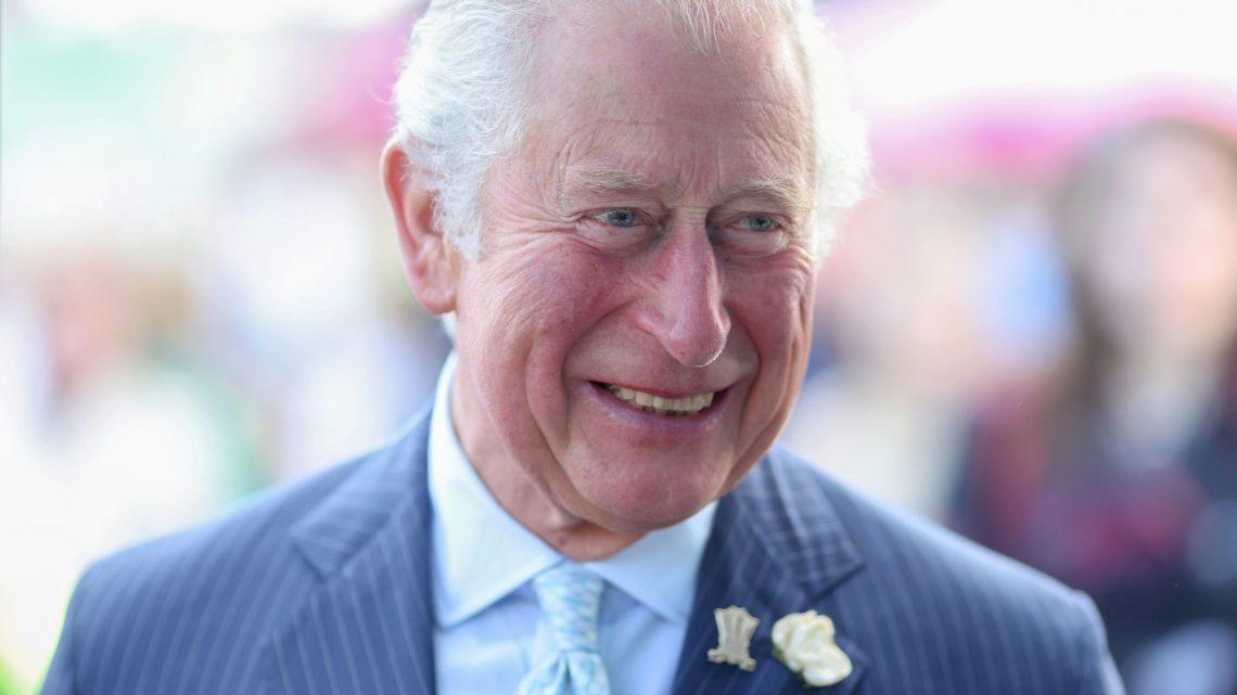 Nach Harrys Aussagen: Prinz Charles strahlt alle Sorgen weg