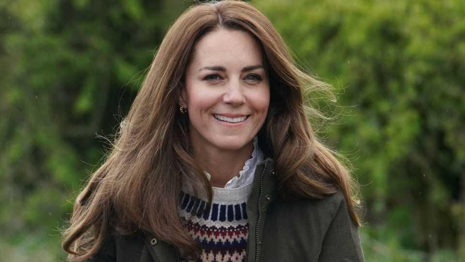 Nostalgie pur: Herzogin Kate trägt Bluse von Verlobungsbild