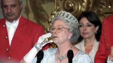 Queen Elizabeth II.: Cheers! So viel Alkohol kippt die Königin TÄGLICH