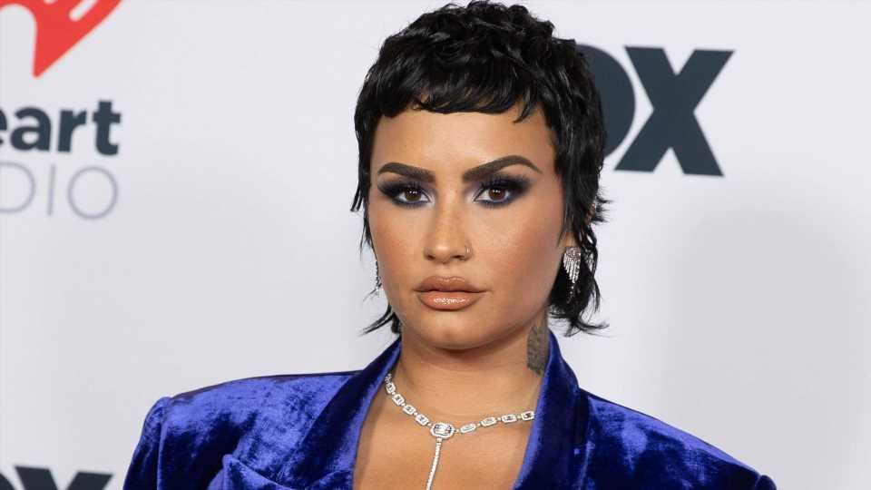 Vokuhila! Demi Lovatos erster Auftritt nach Non-Binär-Outing