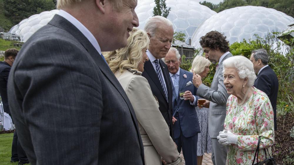 Ein entspannter Abend mit der Queen und US-Präsident Joe Biden