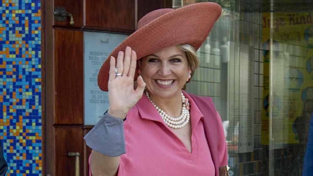 Königin Máxima strahlt von Kopf bis Fuß in Pink