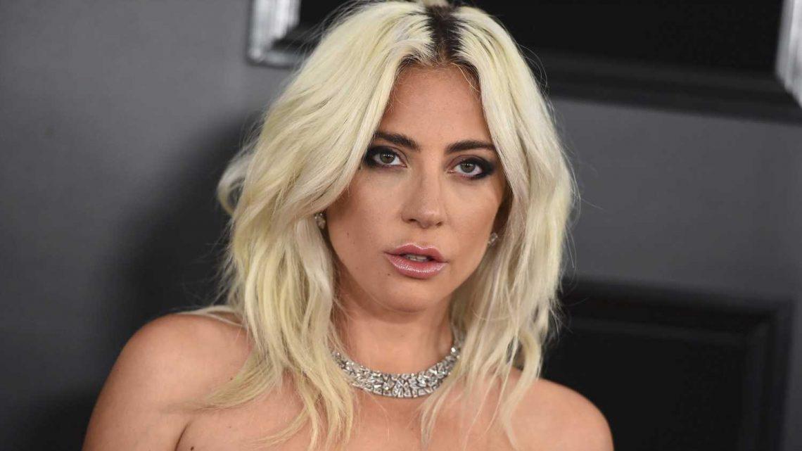 Lady Gaga teilt freizügige Selfie-Videos in ihrer Unterwäsche auf dem Rasen