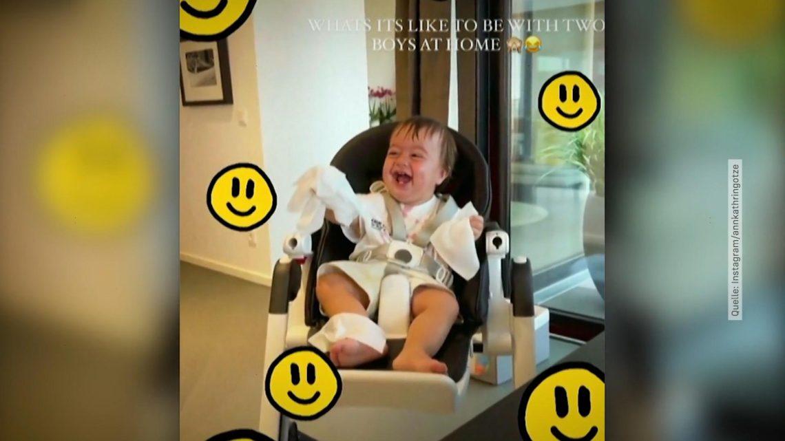Beim Spielen mit Papa Mario Götze: Rome lacht sich schlapp!