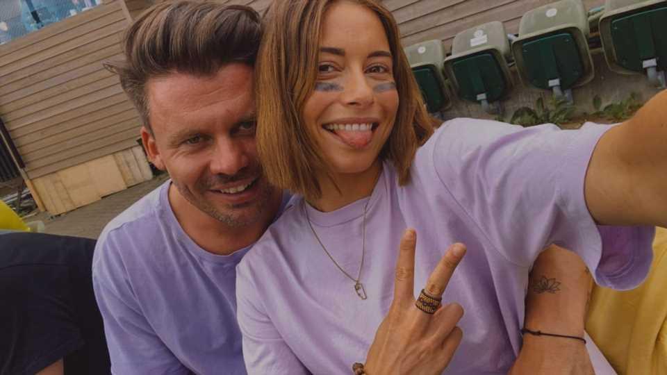 Heißes Duett? Jenny Lange mit ihrem Darius im Tonstudio