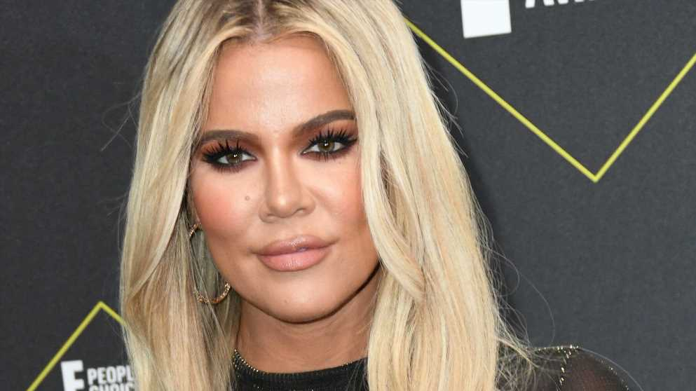 Khloé Kardashian lässt sich von Tochter True schminken