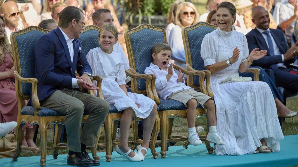 Schweden-Royals: Prinz Oscar langweilt sich bei Mama Victorias Geburtstag zu Tode