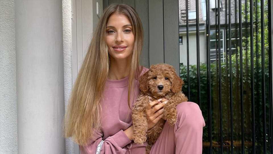 Ups! Cathy Hummels' Hund hinterließ Häufchen auf Teppich