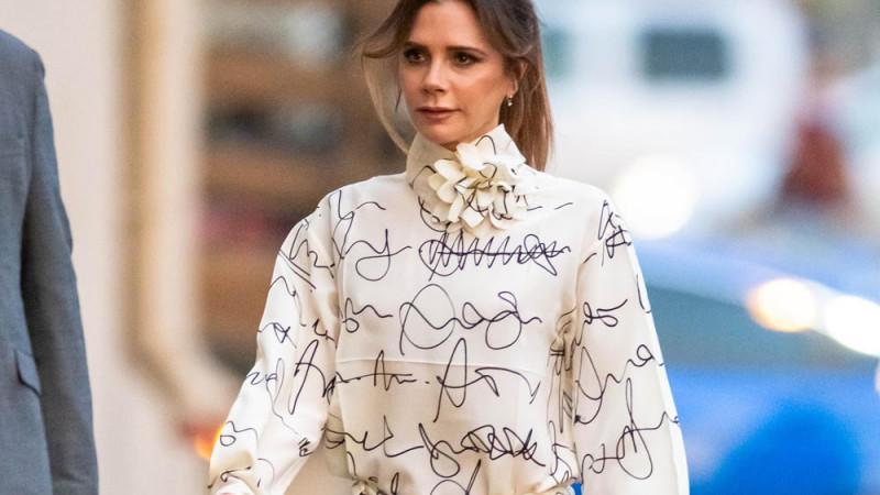 Victoria Beckham erklärt Outfits mit dreifachem Denim zum neuesten Trend