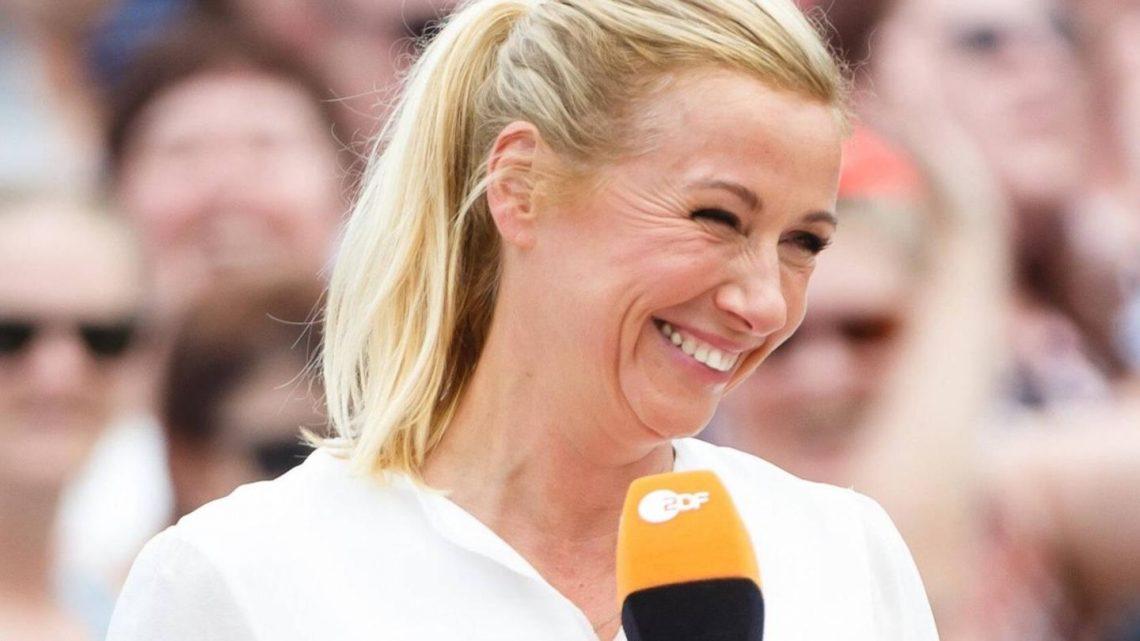 "Andrea Kiewel: ""Fernsehgarten""-Fans kritisieren ihr ""Schlafanzug-Outfit"""