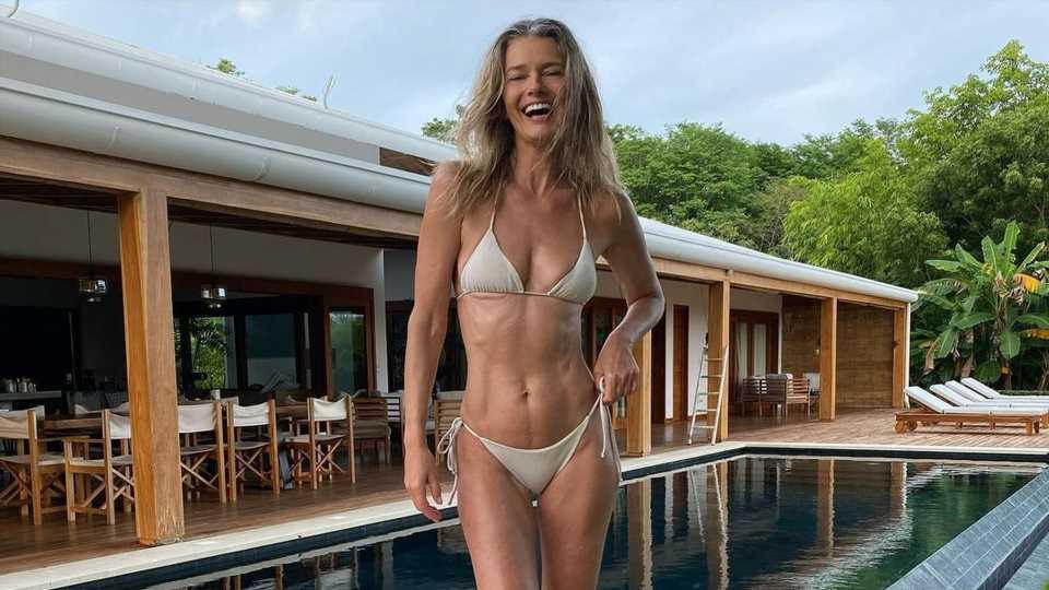 Bikini-Pic mit 56: Paulina Porizkova genießt das Älterwerden