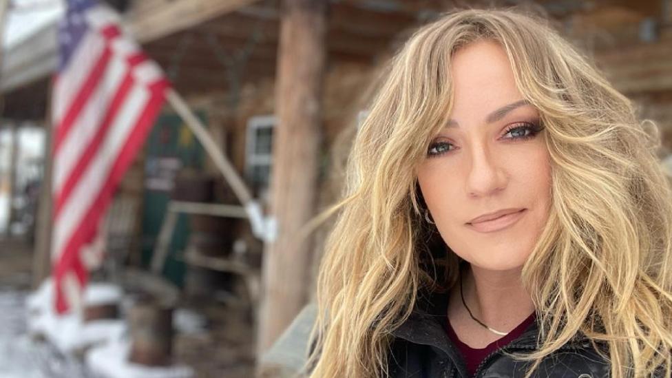 Country-Star Clare Dunn brutal von Mietwagen-Fahrer verprügelt