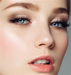 Mascara: Diese 11-Euro-Wimperntusche verleiht spektakuläres Volumen