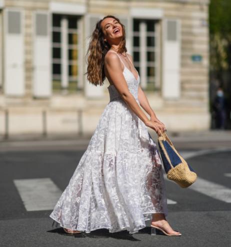 Modetrend 2021: DIESE günstigen Sommerkleider kaschieren Problemzonen