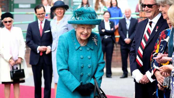 Queen Elizabeth: Sie hält einen Plausch mit Touristen