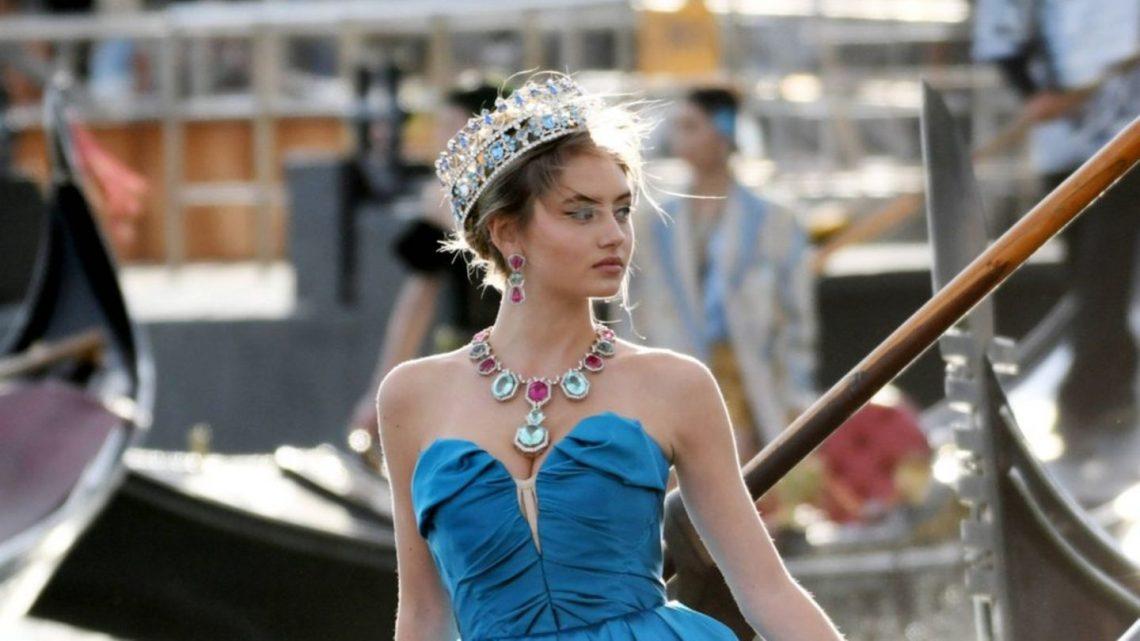 Sie schippert als Prinzessin durch Venedig