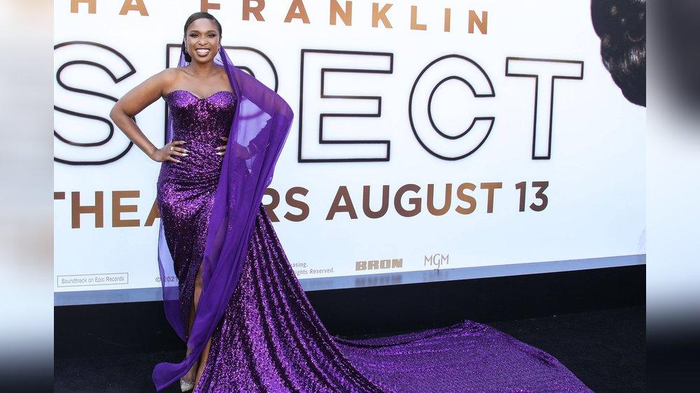 Wow-Auftritt! Jennifer Hudson im lila Paillettenkleid