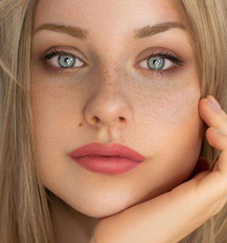 Anti-Aging: Diese beliebte Augencreme aus der Drogerie ist 37 Prozent reduziert!