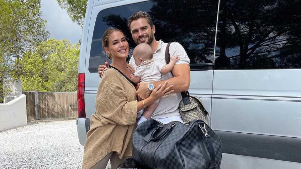 Erster Flug mit Baby: Jessi Paszka und Johannes sind nervös