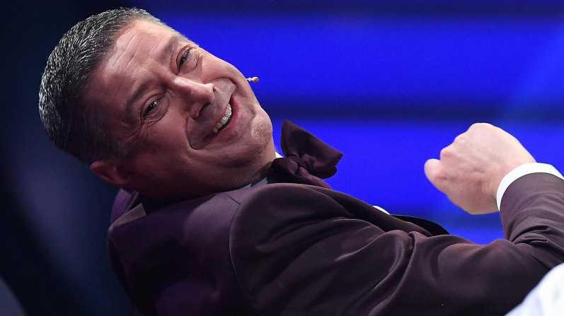 """Letzte """"Fernsehgarten""""-Folge: Alle lachen über Llambis Anzug"""