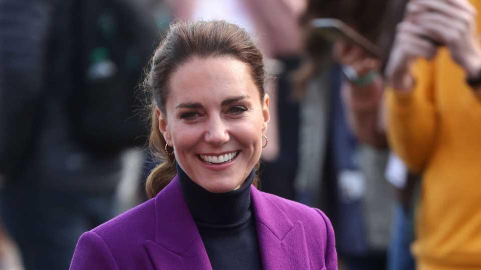 Nach Glitzerkleid: Hier strahlt Herzogin Kate im lila Kostüm
