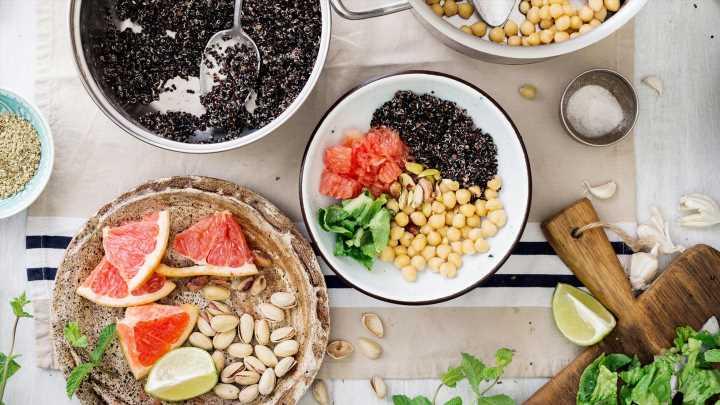 Quinoa, Haferflocken + Co: Diese 5 Kohlenhydrate helfen beim Abnehmen