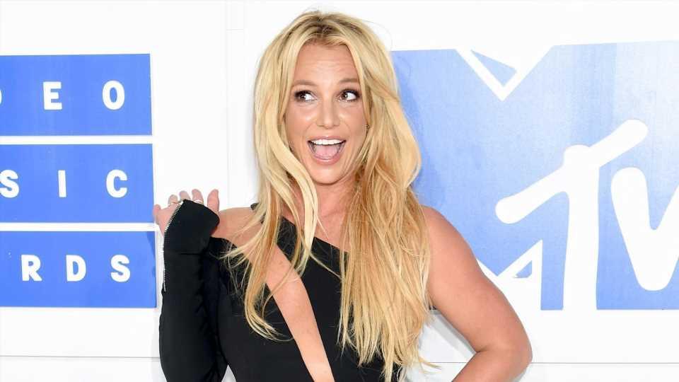 Britney Spears feiert Sieg mit vielen Nacktfotos