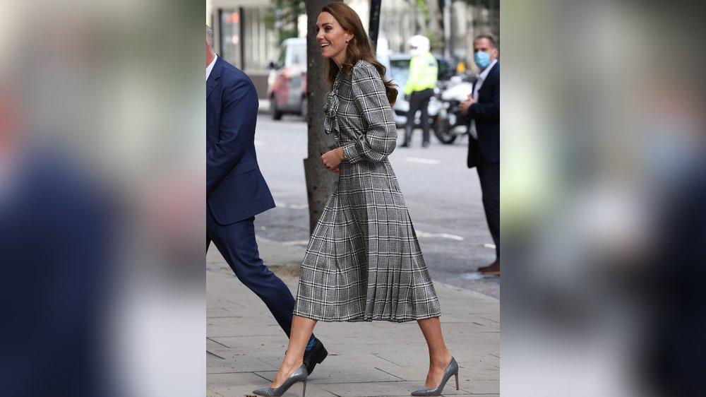 Mit diesem erschwinglichen Karo-Kleid macht Kate Lust auf Herbst