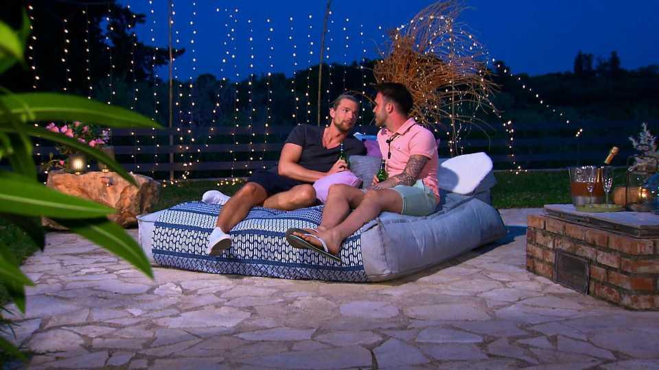 """Paar-Indiz? Kim und Maurice schauen """"Prince Charming""""-Finale"""