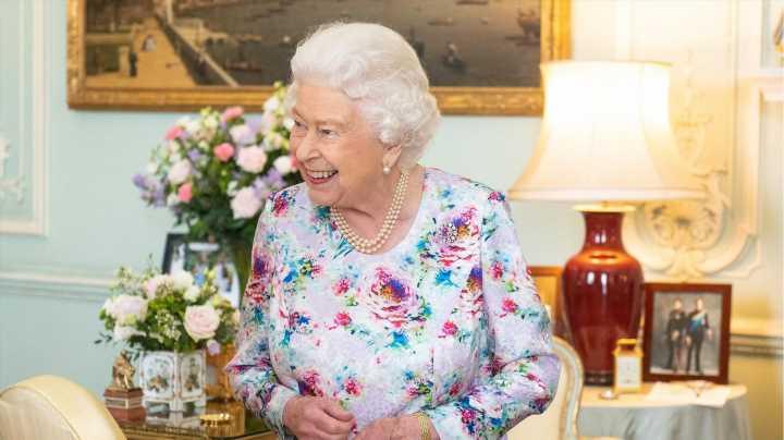 Queen Elizabeth: Warum der Palast immer Bananenbrot für Notfälle im Kühlschrank hat